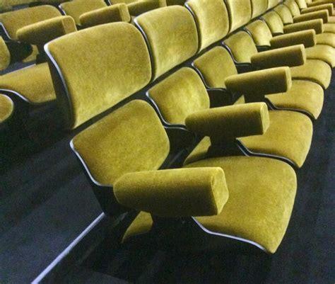 poltrone per teatro poltrona imbottita per sala teatro idfdesign