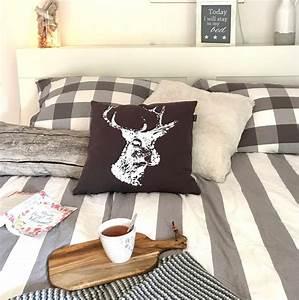 Bett Kissen Deko : kissen wohnzimmer deko ~ Markanthonyermac.com Haus und Dekorationen
