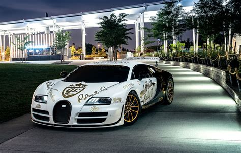 Your car is no longer the fastest production car in the world, and is therefore just a slow, worthless black and white. Wallpaper Bugatti, Veyron, Front, New York, NYC, White, Supersport, Spoiler, Pur Blanc images ...