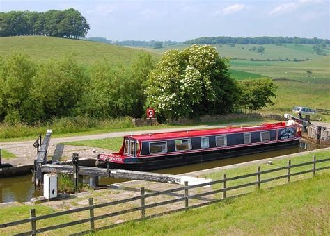 Fishing Boat Hire Edinburgh by Canal Boat Holidays Narrowboats And Barges For Hire On