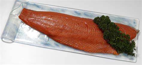 cuisiner saumon entier saumon sauvage cru entier