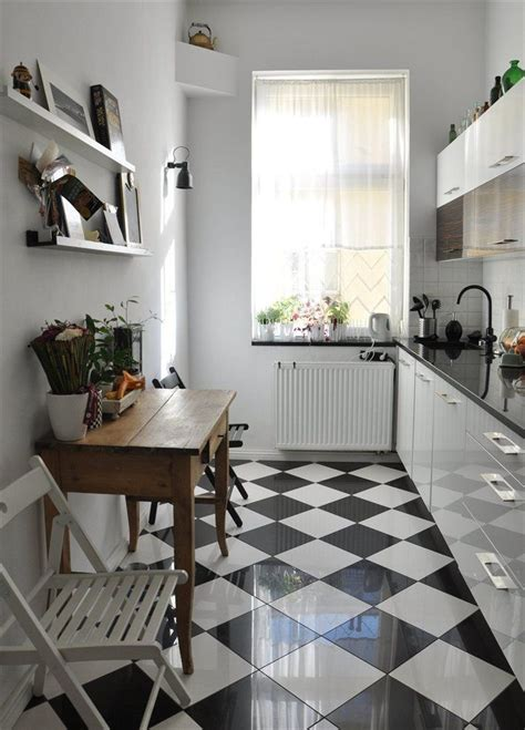 kitchens with black and white floors mała kuchnia w bloku inspiracje 9632