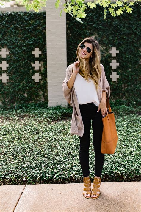 Black Jeans Outfit To Transition From Summer To Fall