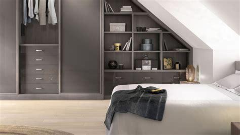 ikea cr馥 sa chambre placard chambre mansarde exemple de chambre mansarde couverture de lit motifs floraux shabby chic armoire en chambre mansarde chambre mansardee