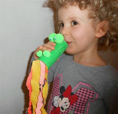 activite manuelle avec du papier toilette crachant du feu jouet en rouleau du papier toilettes la maison f 233 erique