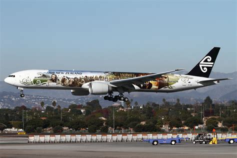 nieuw interieur klm 777 air new zealand unveils special hobbit livery on boeing