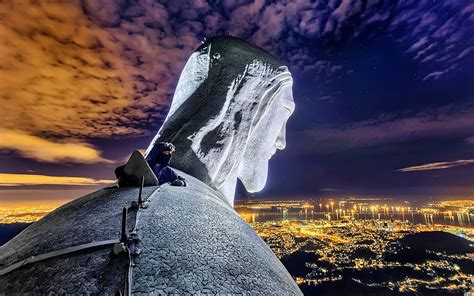 climb   top   statue  christ