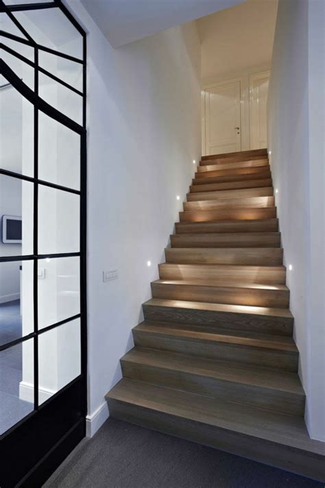 Moderne Und Kreative Innenraum Holztreppenholztreppe Mit Beleuchtung by Moderne Schicke Treppen Beleuchtung Archzine Net