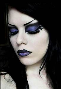 Maquillage Sorcière Jolie : traditional gothic makeup arched brows dark lips eyes and whitewashed face bold yet sultry ~ Melissatoandfro.com Idées de Décoration