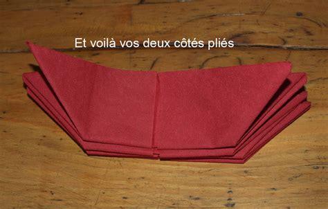 modeles de cuisine pliage en papier réaliser un poinsettia avec une serviette