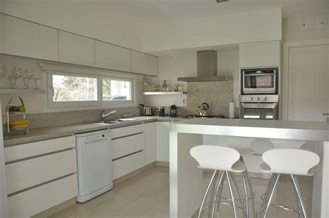 mueble de cocina en melamina blanca lesar amoblamientos