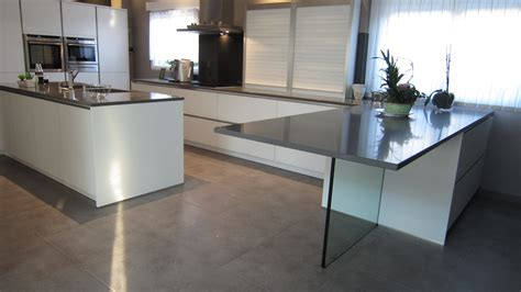 table cuisine en verre pied de table en verre et crédence en verre laqué noir