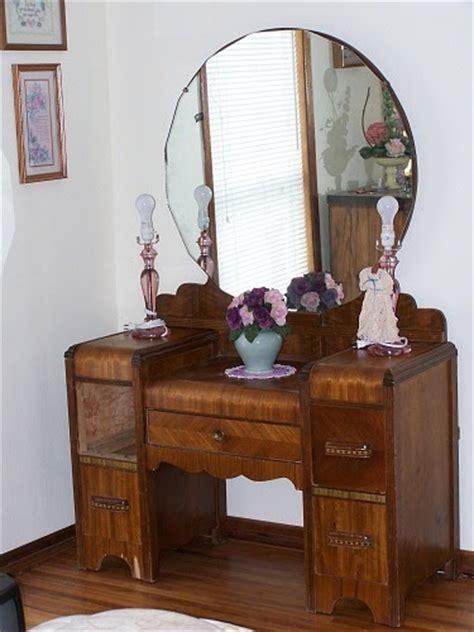vintage mirrored dresser thrift junkies vintage vanity dresser with mirror 3248