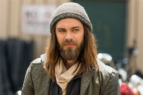 tom payne producer walking dead s producer freaks over fans theory about daryl