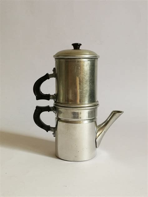 """Our commitment is to lead the coffee machine industry towards technological innovation and high standards products. Traditional Neapolitan coffee maker 3 cups 50s made in Italy brand """"FRAGAL"""" / old machine ..."""