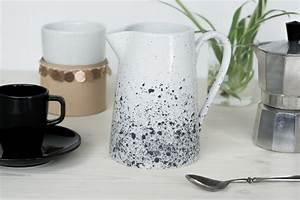 Porzellan Und Keramik : diy porzellan bemalen kanne mit sprenkelmuster schereleimpapier ~ Markanthonyermac.com Haus und Dekorationen