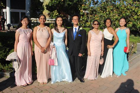 Phs Students Arrive In Style At Senior Prom