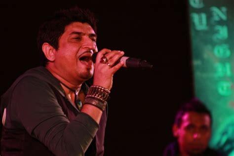 Neeraj Shridhar Croons Hit Numbers At Raisoni's Antaragni