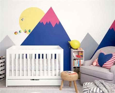 chambre bebe couleur déco montagne dans la chambre de bébé