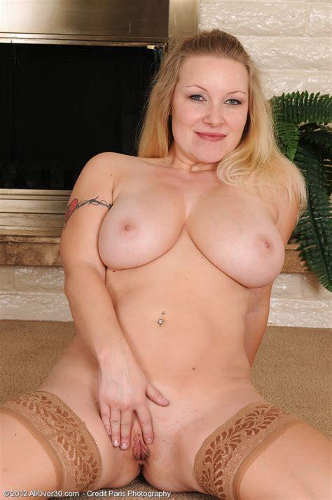 Blonde Milf Allyza Blue Show Off Her Knockers Milf Fox