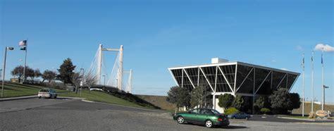 File:Kennewick Cable bridge Vietnam memorial.jpg ...