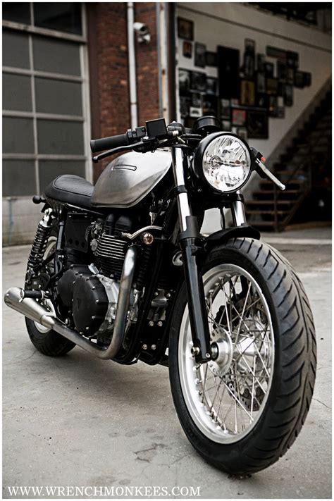 triumph thruxton cafe racer motorcycle
