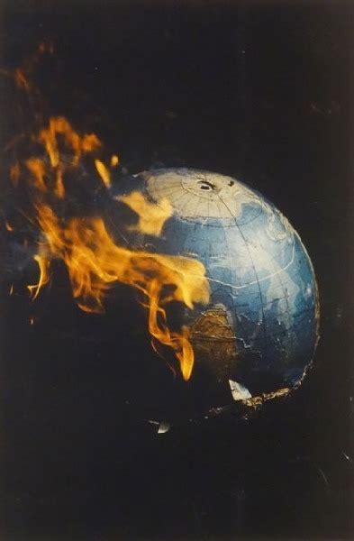 Globuss ugunī - Ieviņš Atis - Klasiskās mākslas galerija ANTONIJA