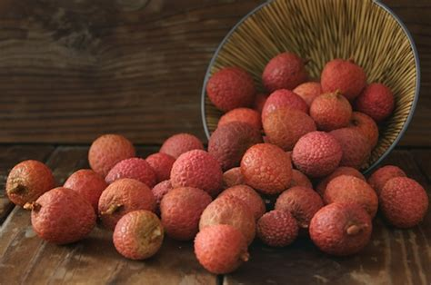 lychee fruit peeled how to peel and pit lychee fruit cooking on the weekends