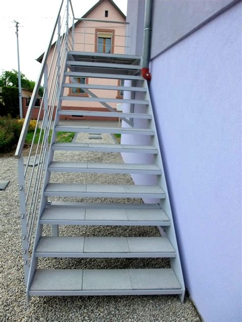 escalier ext 233 rieur avec dalles de terrasse metal concept