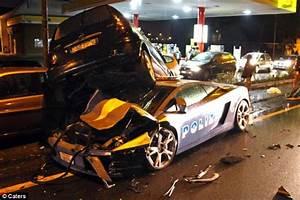Lamborghini Gallardo LP560-4 Polizia Cop Car Crashes in Italy