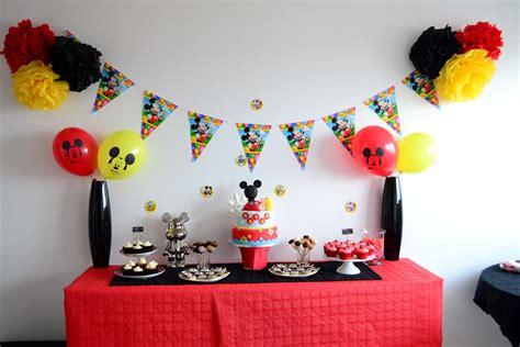 decoration anniversaire mickey rouge noir  jaune idee