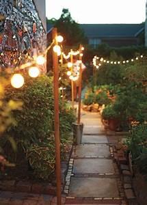 Guirlande Lumineuse Jardin : nos inspirations pour une all e de jardin pleine de style marie claire ~ Melissatoandfro.com Idées de Décoration