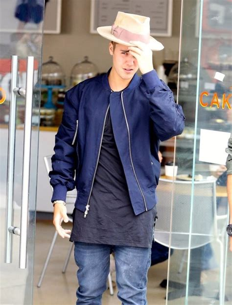 Justin Bieber celebrity looks and style. Must see!