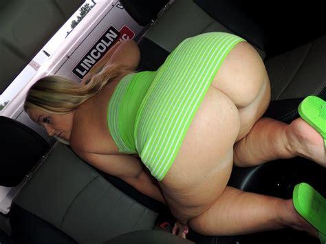 American Amateur Milf Dee Siren Has Sex In A Car