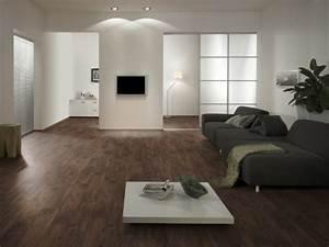 Wohnzimmer Mit Brauner Couch : moderner laminatboden 130 sch ne beispiele ~ Markanthonyermac.com Haus und Dekorationen