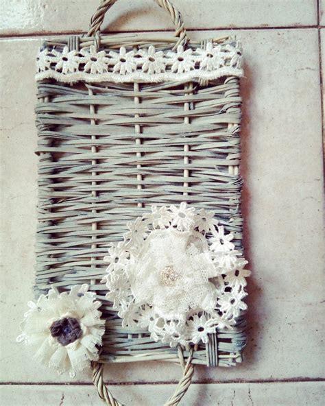 di vimini vassoio di vimini con fiori in tessuto per la casa e per