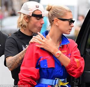 hailey baldwin adds diamond wedding band to engagement ring daily mail online