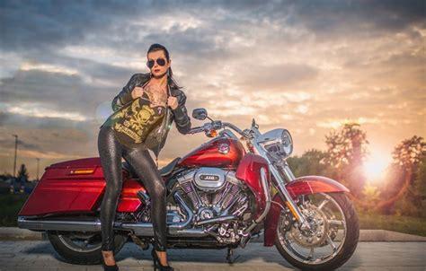 Обои девушка, красный, тату, мотоцикл, Harley Davidson