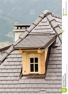 Lucarne De Toit : lucarne sur le toit photo stock image 43712864 ~ Melissatoandfro.com Idées de Décoration
