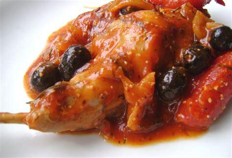 cuisiner un lapin en sauce lapin à la tomate et aux olives noires tartine jeanne
