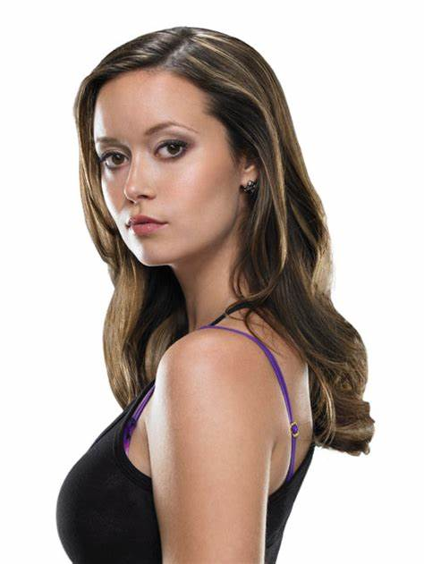 Samantha Is Outside Throwing Glamour Juicy summer glau 170950