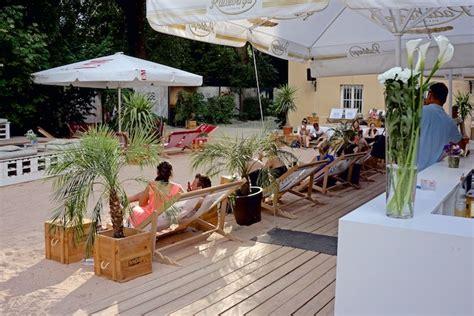 münchen gourmet englischer garten isar sand und liegestuhl praterstrand m 252 nchens