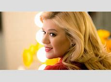 Kelly Clarkson Shuts Down Body Shamer With Four Simple