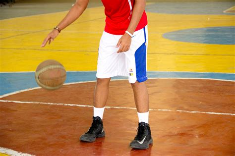 basketball hop step  pictures wikihow