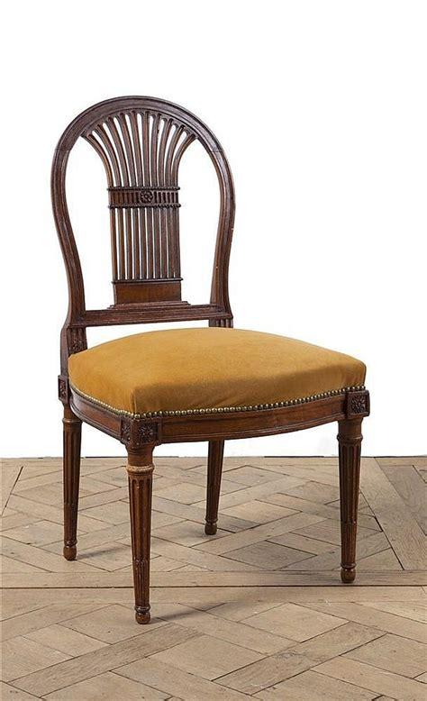 chaise noyer chaise à dossier plat de forme montgolfière ajourée d une ge