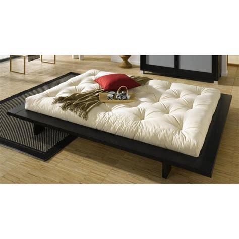 chambre lit noir chambre avec lit noir maison design wiblia com