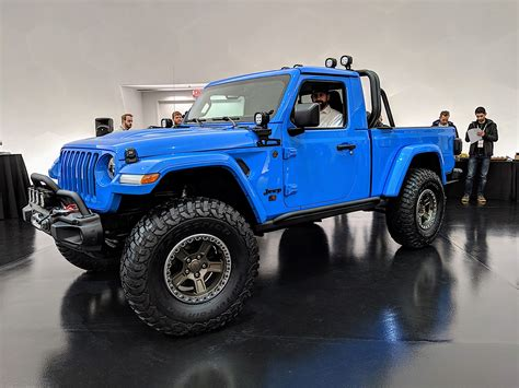 jeep gladiator pickup truck dominates  easter jeep safari concepts car   life