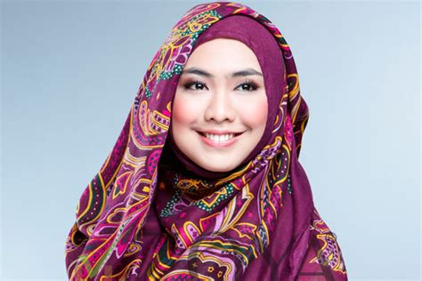 aneka gaya hijab modern artis