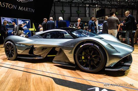 De Aston Martin Valkyrie Op Een Houten Vloer