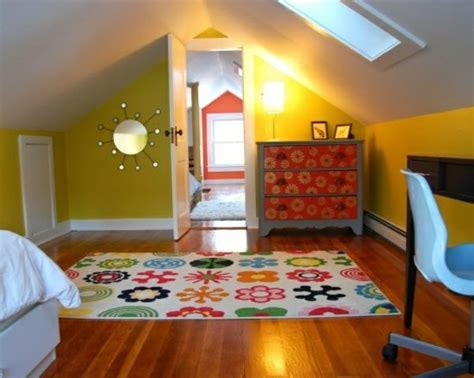 Wandgestaltung Kinderzimmer Häuser by 20 Komfortable Jugendzimmer Mit Dachschr 228 Ge Gestalten